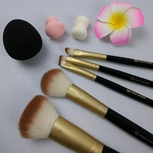 Daisy Fuentes makeup brush set